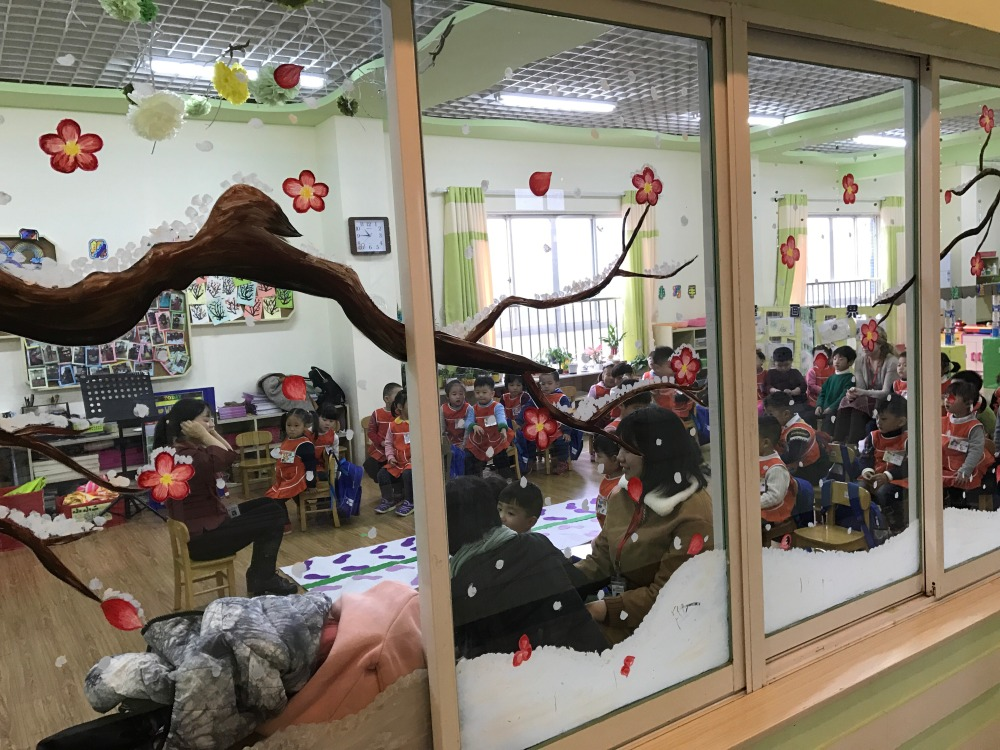 Beautiful winter paintings adorn the window of Teacher Danielle's classroom and are reminiscent of the tree-lined streets of Kunshan.